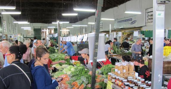 Em São Paulo, feira de produtos orgânicos é realizada no Parque da Água Branca
